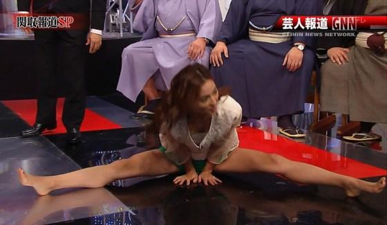 【放送事故画像】テレビで大開脚!その結果股間を激写される女達www 02