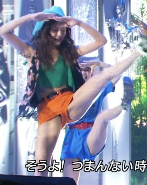 【放送事故画像】テレビで大開脚!その結果股間を激写される女達www 08