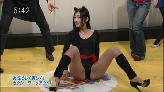 【放送事故画像】テレビで大開脚!その結果股間を激写される女達www 14