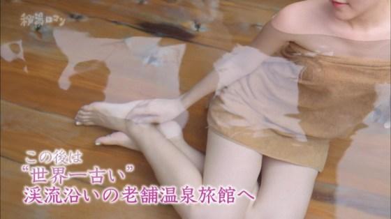【放送事故画像】テレビでバスタオル一枚で映ると言うポロリ狙いな温泉レポww 15