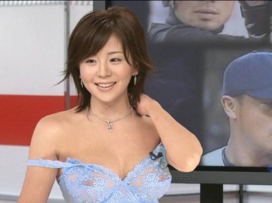 【放送事故画像】テレビ見てたらオッパイいっぱい、谷間がエロすぎる女性タレント達ww 18