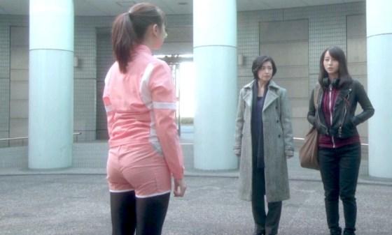 【放送事故画像】突き出したお尻や形丸わかりのお尻が俺を誘ってるようにしか思わんww 07