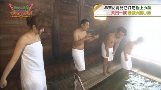 【放送事故画像】巨乳美女達がテレビの前で風呂に入る姿がエロすぎてたまらんww 06