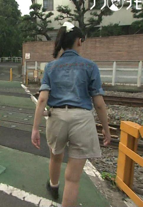 【放送事故画像】女子アナ達がぴったりしたズボン履きすぎてパン線浮きまくりwww 04