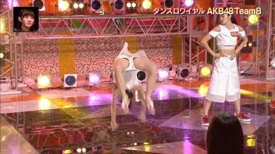 【放送事故画像】テレビで思いっきり開脚した結果股関節の隙間から黒い物がwww 05