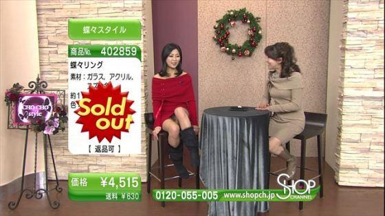 【放送事故画像】ミニスカ履いてチラチラ見せるタレント達のパンツの色当てようぜww 08