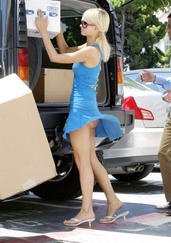 【パンチラ画像】外人さんが風で物の見事にスカート舞い上がった瞬間・・・www 07