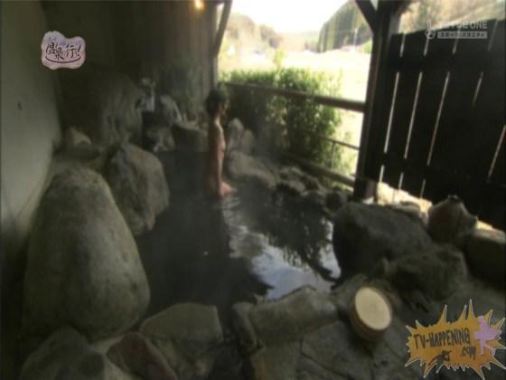 【お宝エロ画像】お尻アングルが絶妙なエロさを誇る番組もっと温泉に行こう! 30