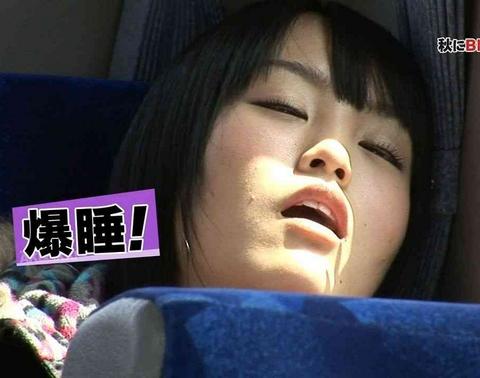 【寝顔キャプ画像】マジで襲いたくなるような可愛い寝顔のアイドル達!! 03