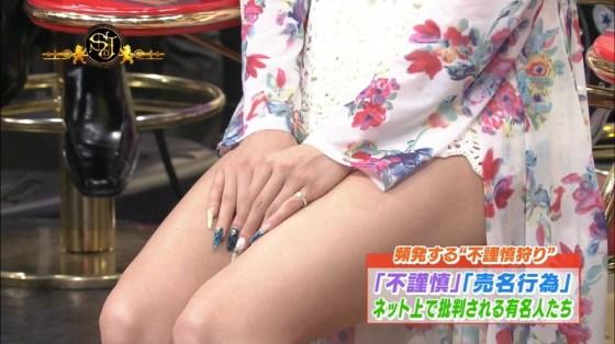 【美脚キャプ画像】スラット綺麗な美脚からの太ももの付け根あたりまで露出するタレントを視姦するw