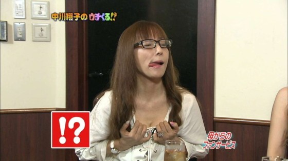 【谷間キャプ画像】ユルユル胸元から見せつけるタレント達の谷間に思わず反応してしまった! 13
