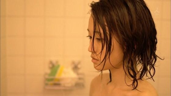【入浴キャプ画像】芸能人の入浴シーンでバスタオルから見える谷間みて興奮しないやついるの?ww 24