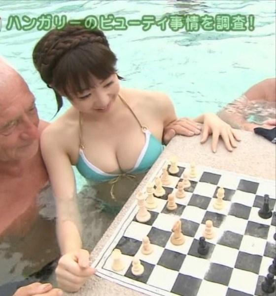 【水着キャプ画像】テレビに映った素人さんの水着オッパイもアイドル達に負けず劣らずいいオッパイだw 17