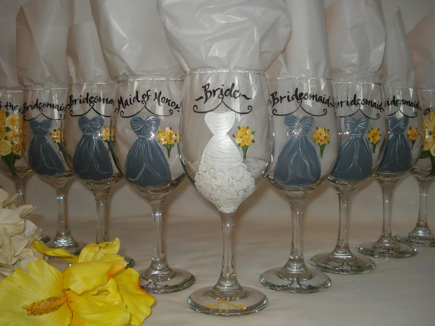 How to decorate wine glasses for bridesmaids -  Painted Bridesmaid Dress Wine Glasses Download