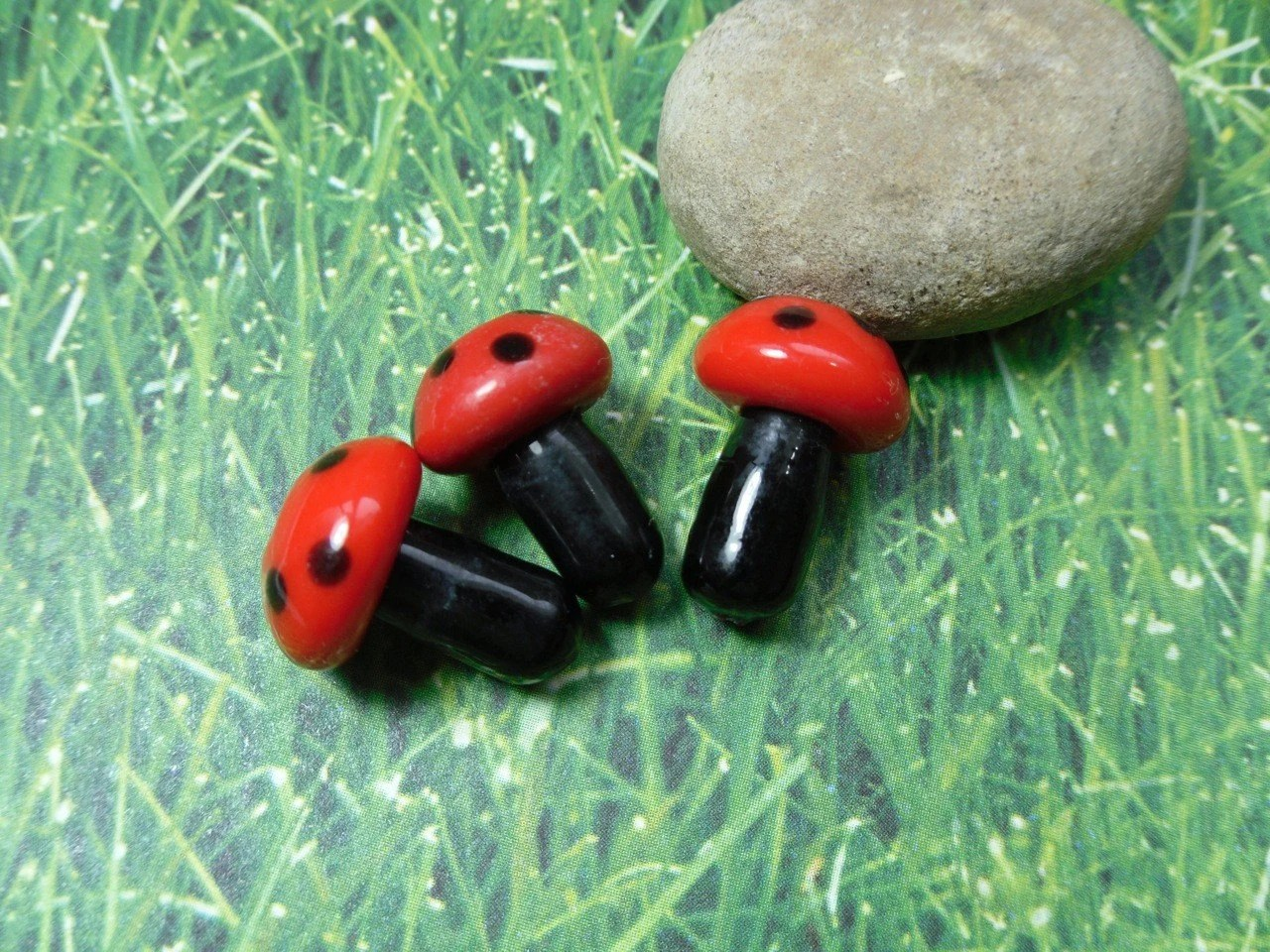 Wholesale Jewelry Findings Canada 50 Red And Black Polka Dot Mushroom Lampwork Glass Beads