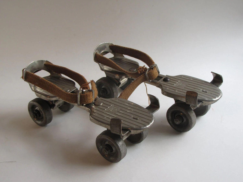 vintage kingston metal roller skates with key zoom