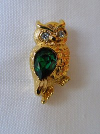 Owl Lapel Pin Tie Tac Emerald Green Faceted Rhinestone Avon
