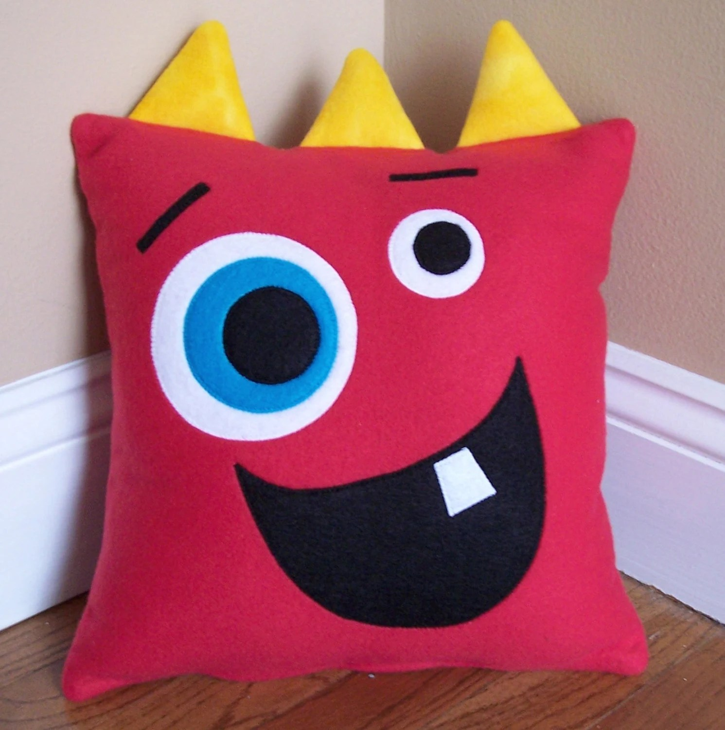 Como Hacer Cojines Infantiles Red Monster Silly Face Pillow