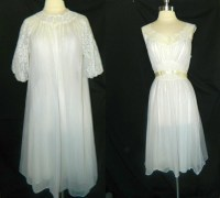 Items similar to Vintage Vanity Fair Peignoir Set - Bridal ...