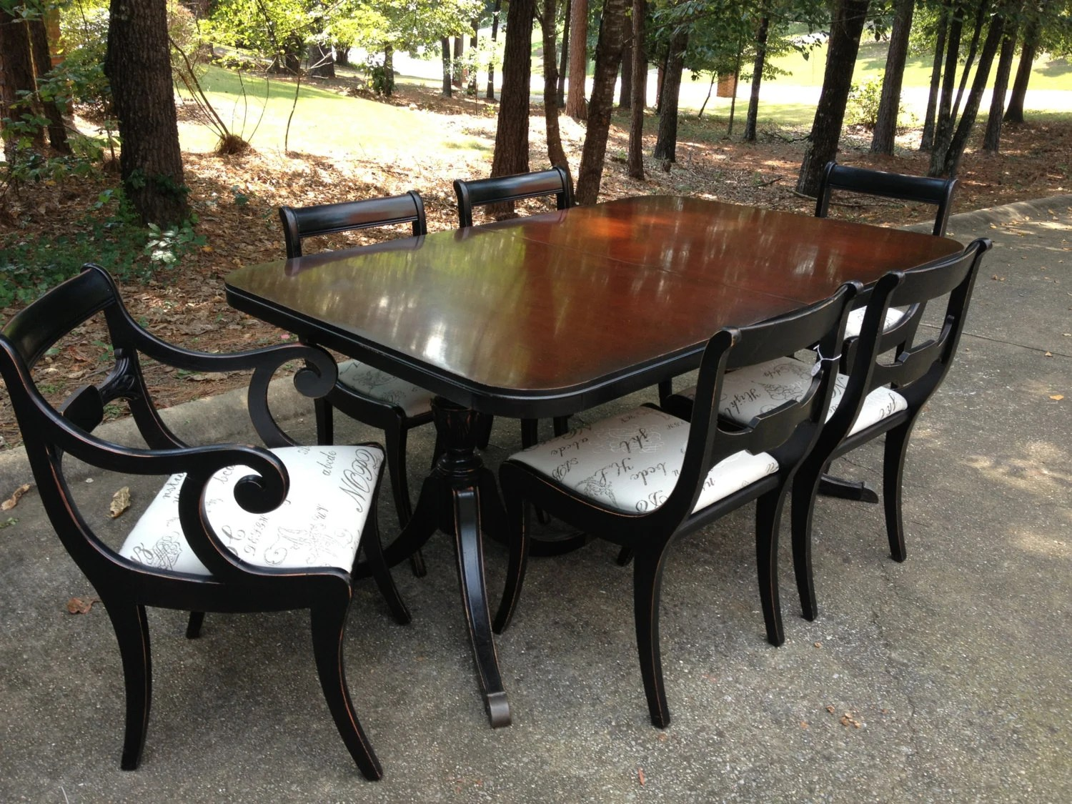 Beautiful Duncan Phyfe Dinning Table And 6 Chairs