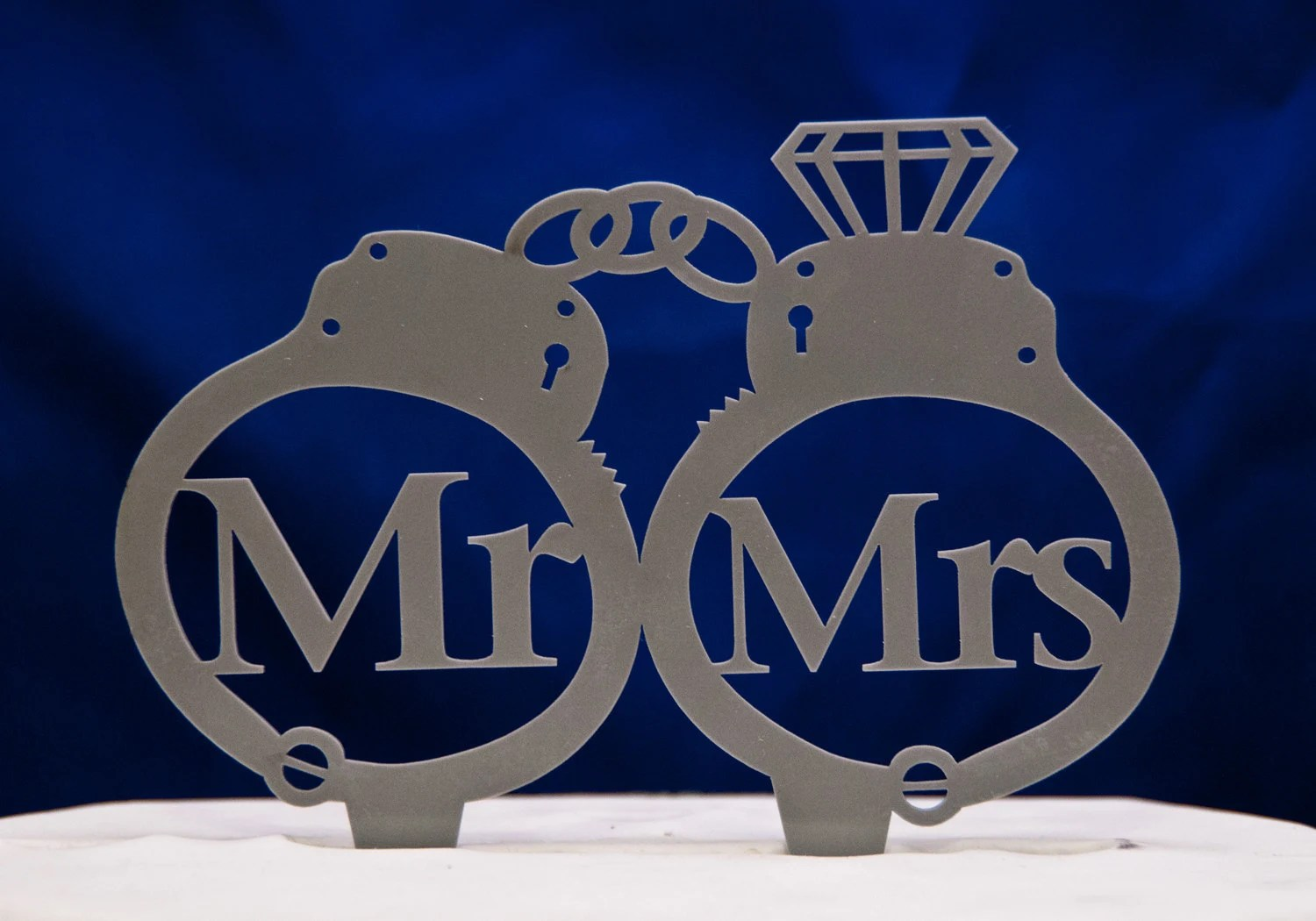 police wedding law enforcement wedding bands Handcuffs wedding cake topper Mr and Mrs inside handcuffs with diamond wedding cake topper police cake topper