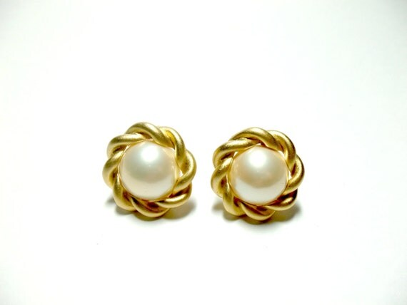 Erwin Pearl Earrings Pearl and Gold Clip by TheVintagePorch
