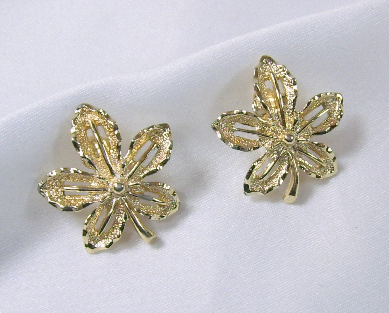 Vintage Sarah Coventry Earrings Clip On Gold Tone