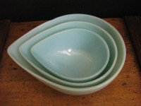Items similar to Vintage Fire King Teardrop Mixing Bowls ...