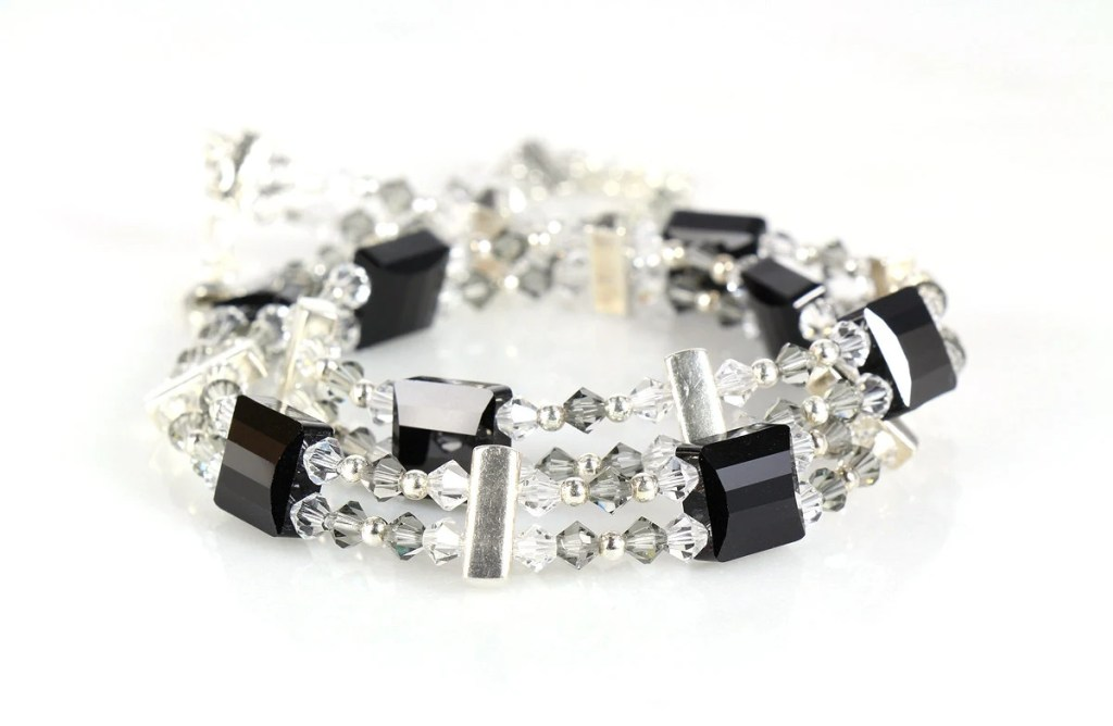 Black & white crystal collar necklace