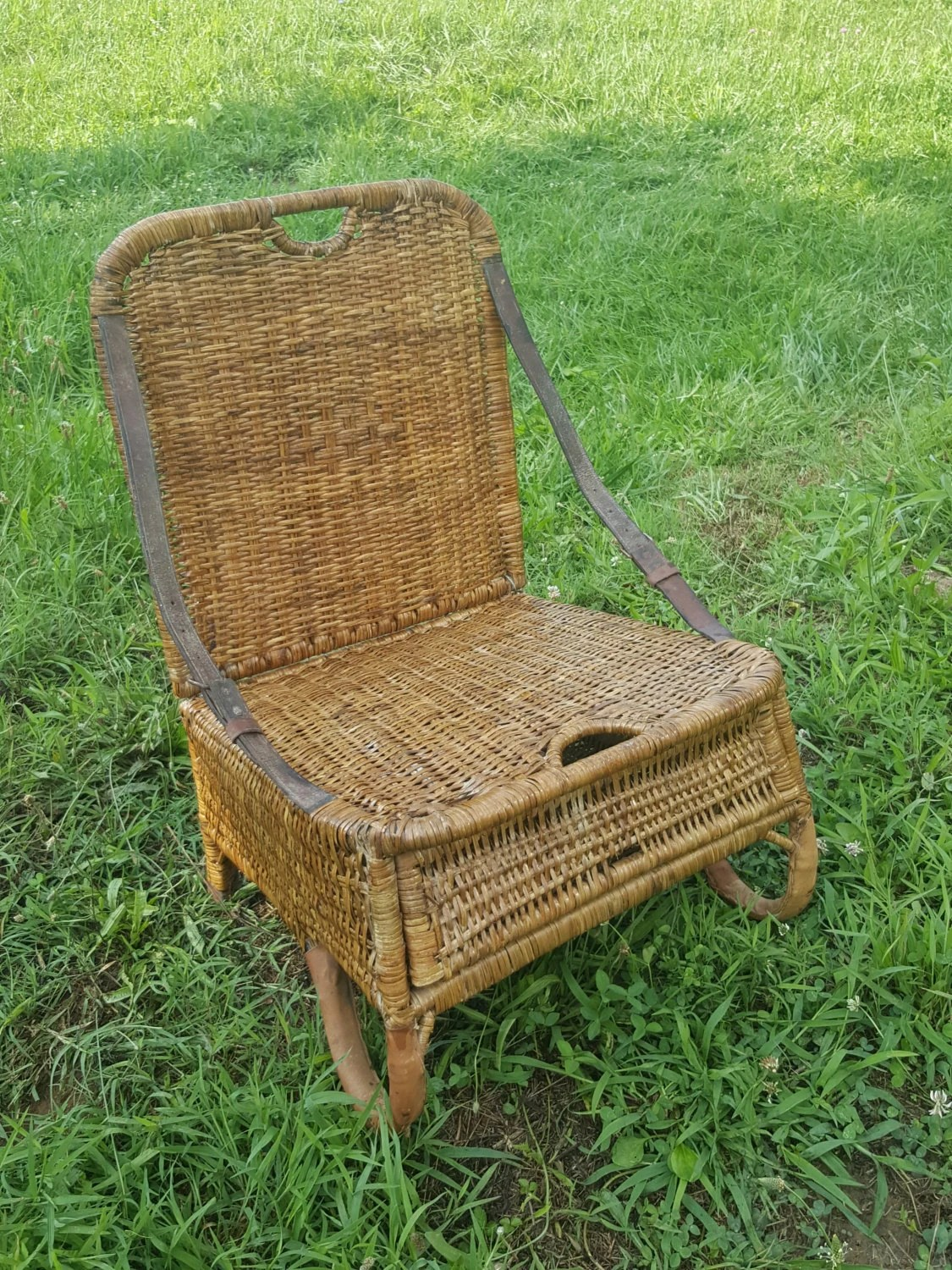 Vintage Folding Wicker Camping Or Canoe Chair With Storage