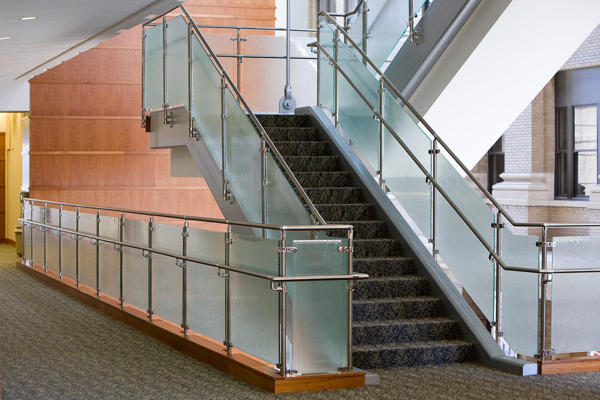 Balustrade Tangga Stainless Steel Railing With Glass Manufacturer