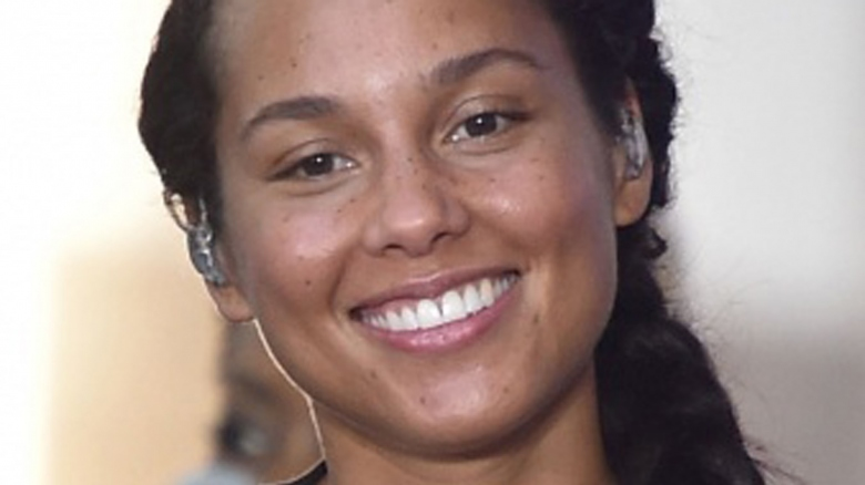 Beautiful Girl Face Hd Wallpaper The Real Reason Alicia Keys Stopped Wearing Makeup