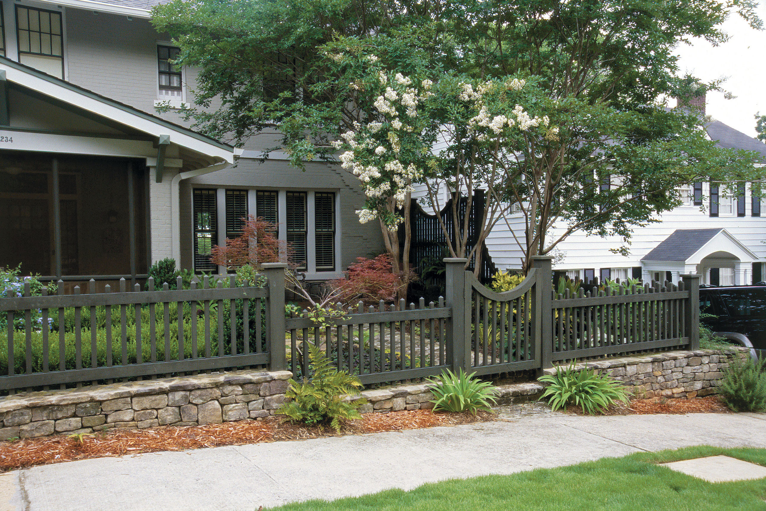 Modern Farmhouse Fence How To Choose The Right Fence Southern Living
