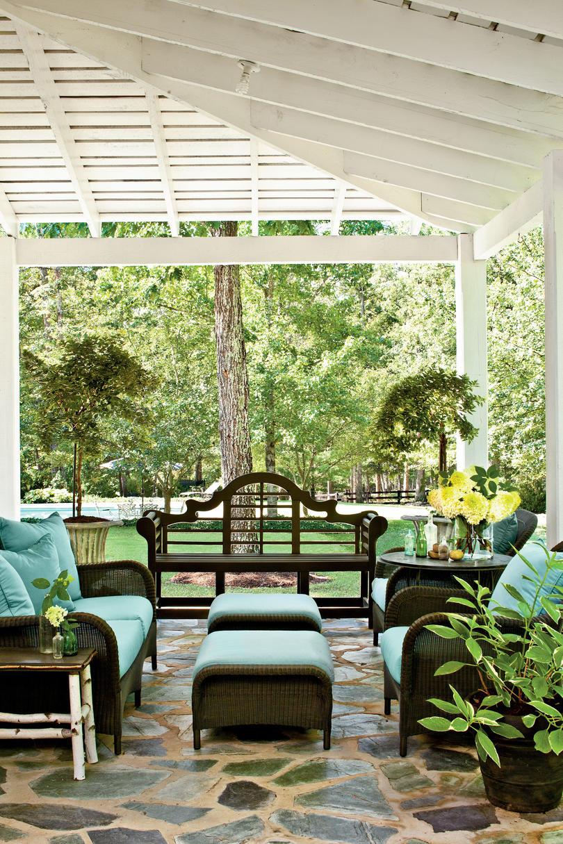 Classic Farmhouse Decorating - Southern Living