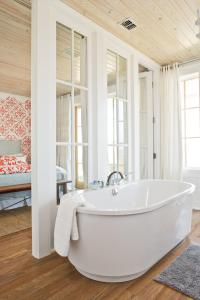 7 Beach-Inspired Bathroom Decorating Ideas - Southern Living