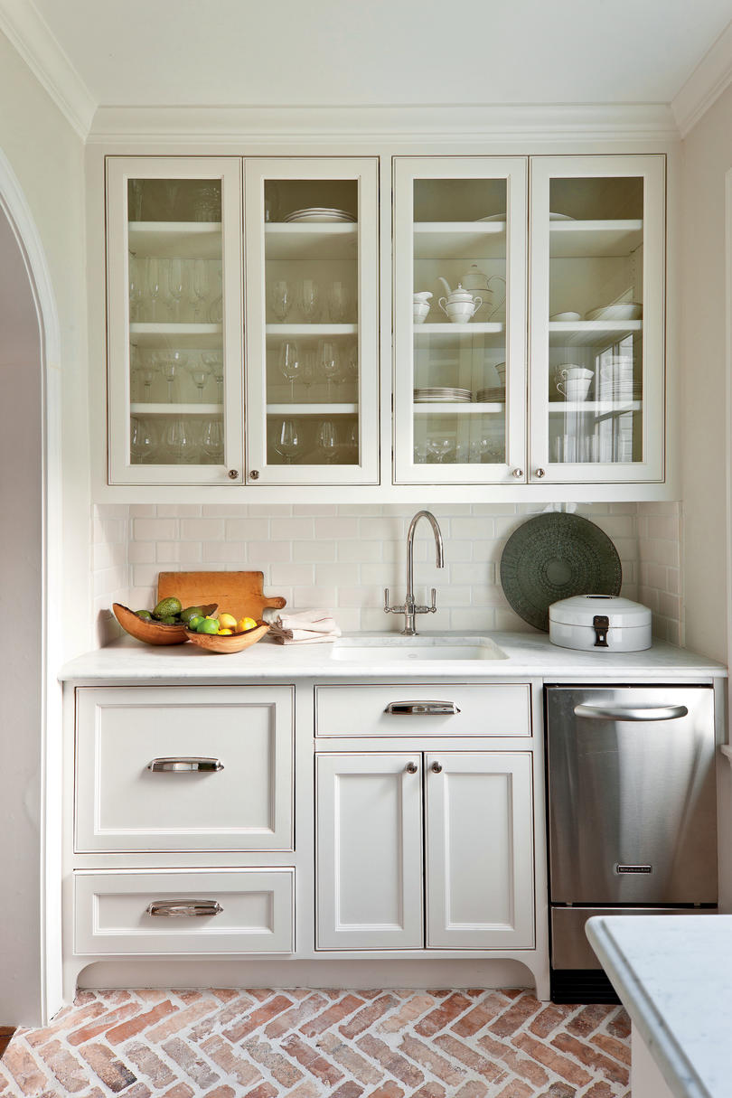 Photos Of White Kitchen Cabinets Crisp Classic White Kitchen Cabinets