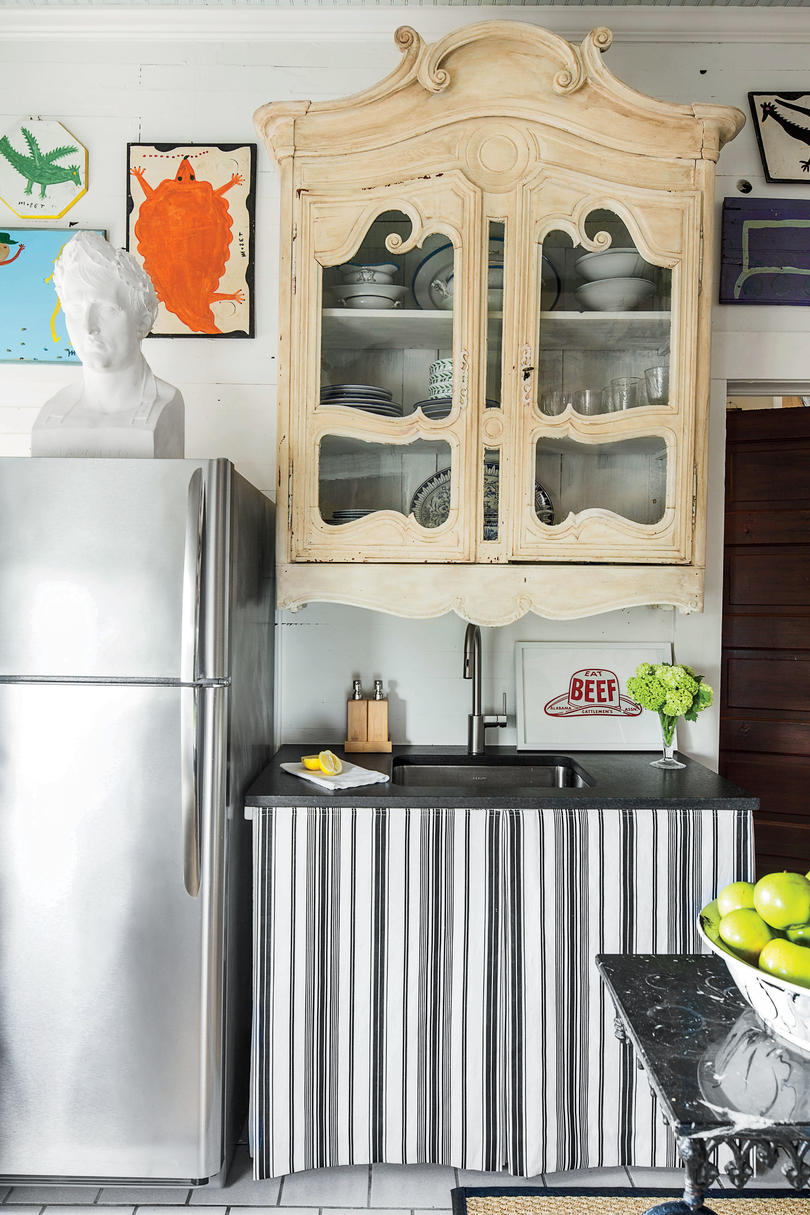 Kitchens For Small Space Our Best Small Space Decorating Tricks You Should Steal