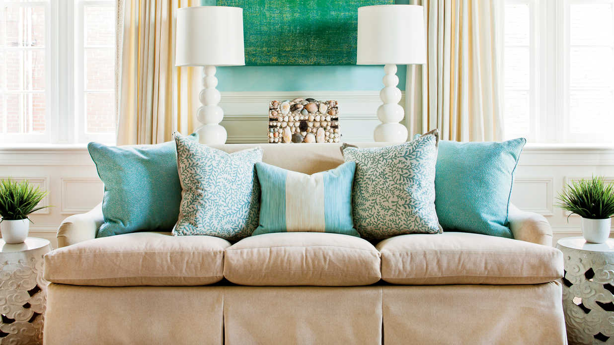 Decorative Sofa Throws Blankets How To Arrange Sofa Pillows Southern Living