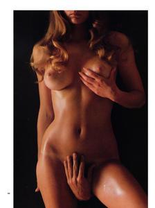 18 female nudes