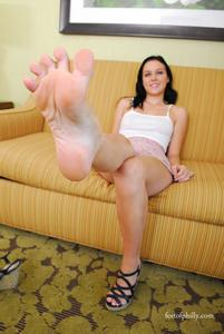 wrinkled soles high arches