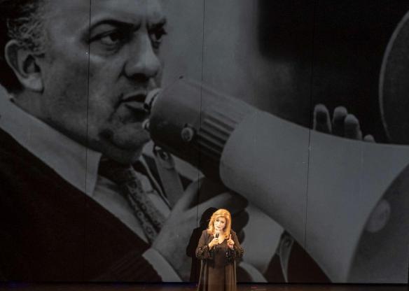 Iva Zanicchi si racconta a teatro