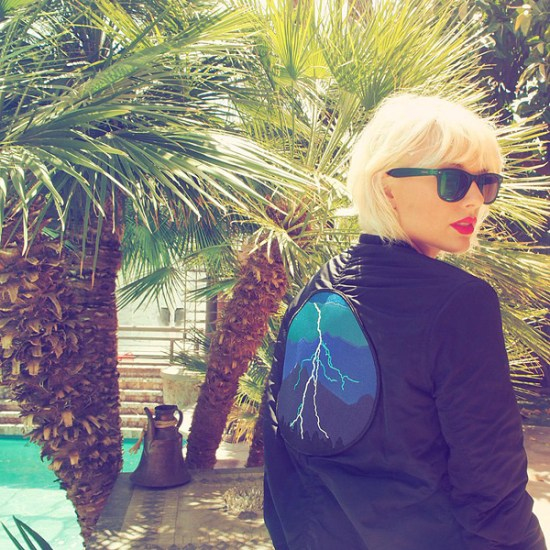 Taylor Swift Bleaches Her Hair