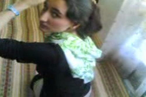 مصريه عذراء تعرى طيزها لخطيبها