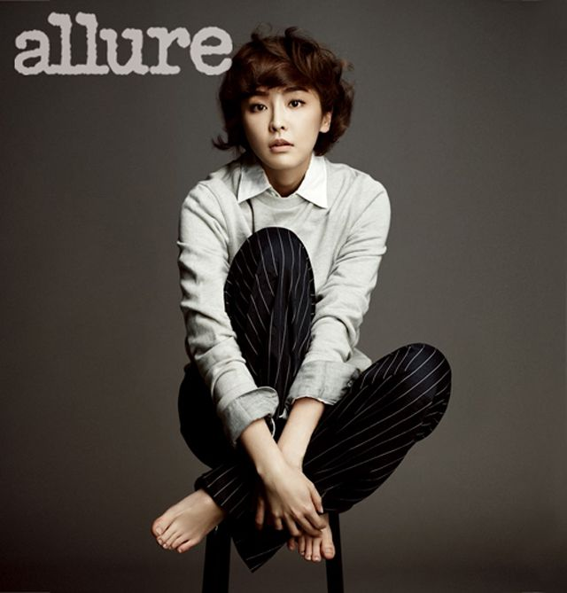 Facebook Wallpaper Girl Jung Yumi Flashes Chic Appeal In Allure Korea Couch Kimchi