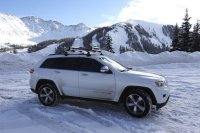 Thule's 6-ski roof rack on a 2014 Jeep Grand Cherokee ...