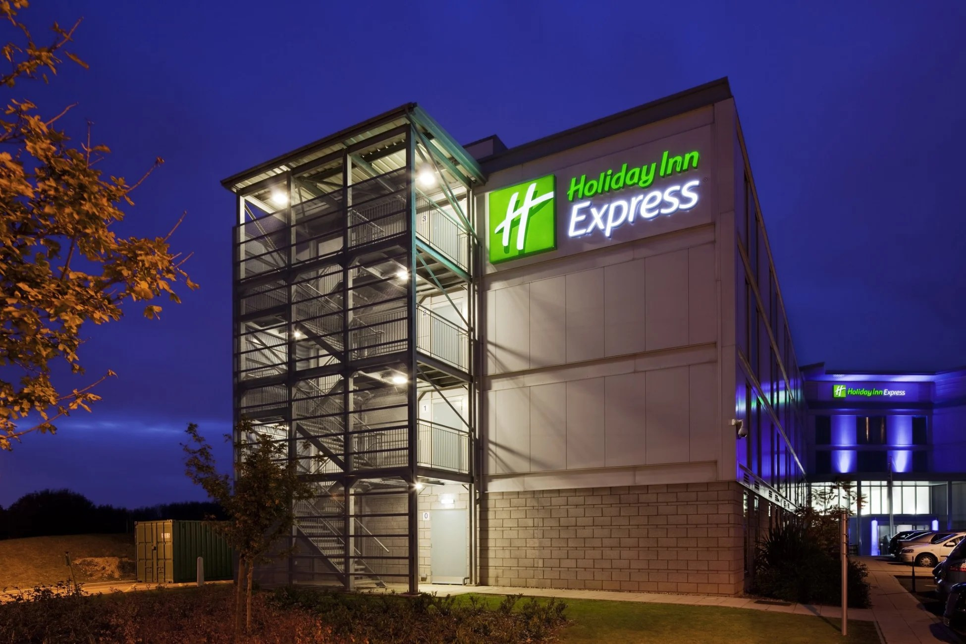 Stansted Car Village Shuttle Hotel Holiday Inn Express London Stansted Airport