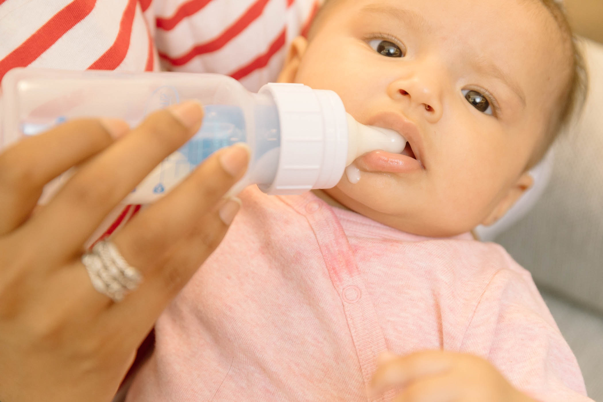 Infant Baby Not Drinking Milk When Do Babies Stop Drinking Formula Here S The Expert