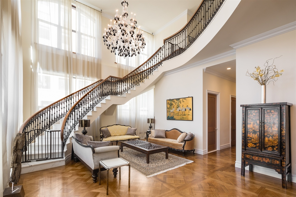 Gorgeous Versailles Inspired Townhouse With Sweeping