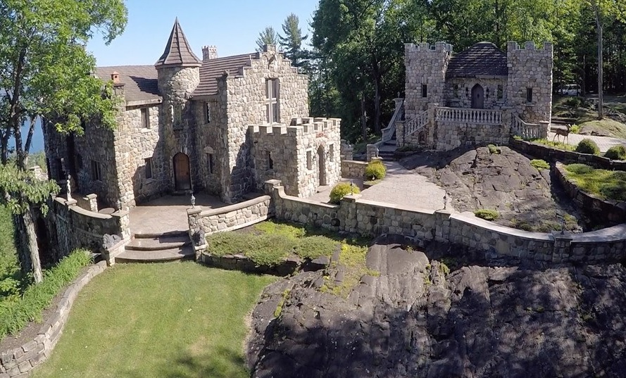3d Faux Stone Wallpaper 12 8m Upstate Castle May Look Medieval But It S Only 30