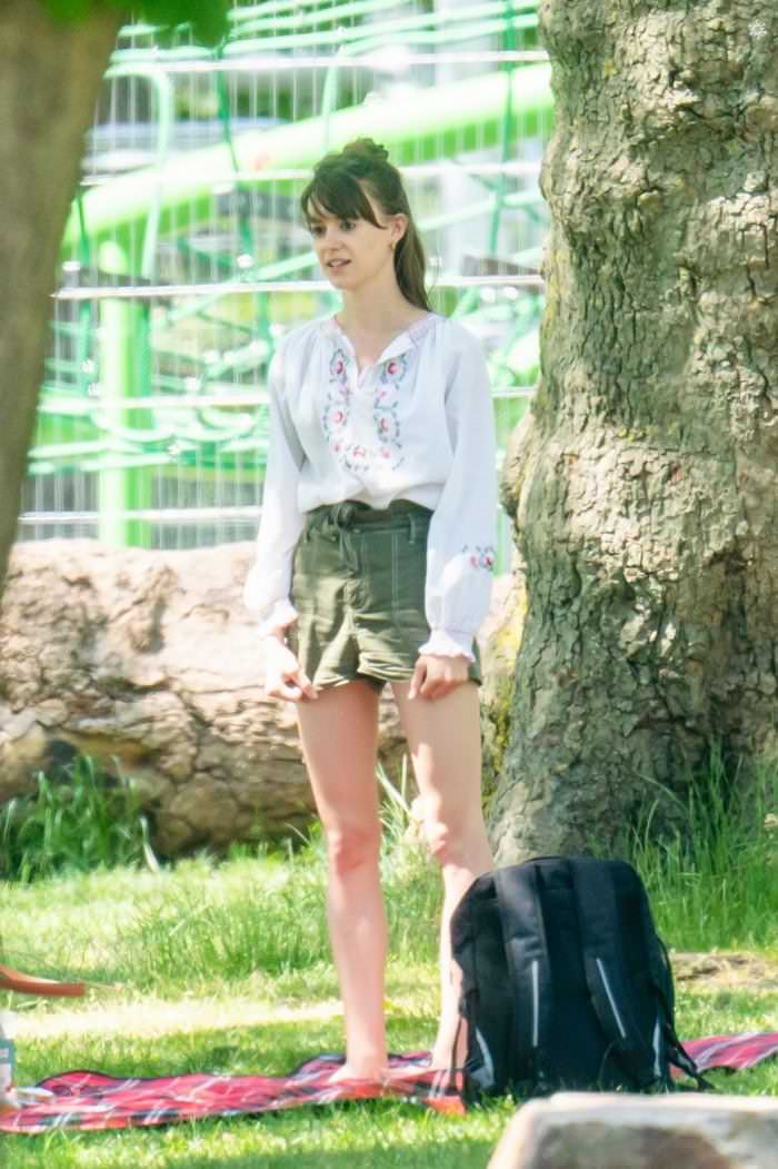 Kardashian Brunette Hair Daisy Edgar Jones In The Park With Her Bf – Img Trend